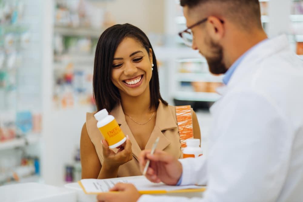 Experiência de compra na drogaria: Devo ser um vendedor ou um atendente?